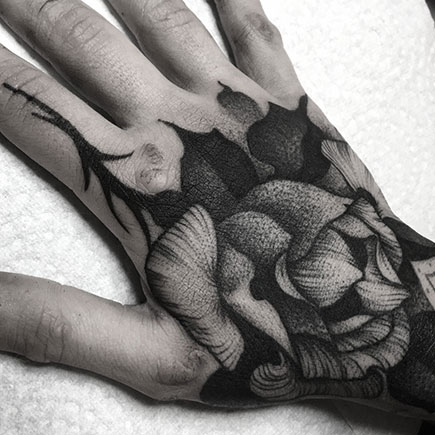 Kelly Violet hand tattoo